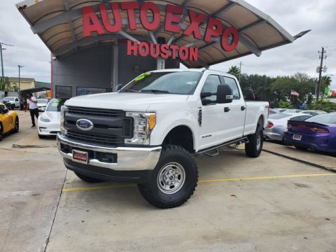 Pre-Owned 2017 Ford F250 Super Duty Crew Cab XLT Pickup 4D 8 ft 4WD Pickup